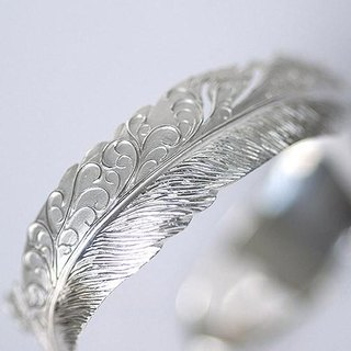 Arabesque bracelet engraved feather with Japanese engraving of traditional technique