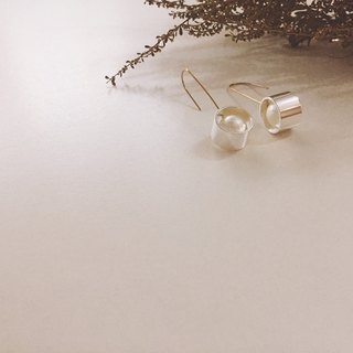 Simple round pearl brass earrings
