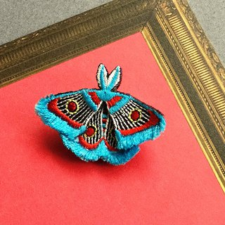 ARRO / Embroidery brooch / moth / blue