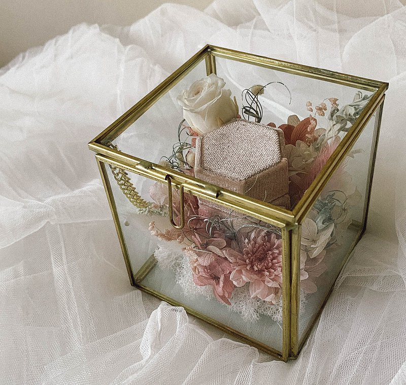 Immortal glass ring box