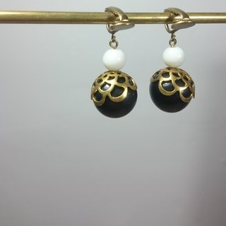 BZ 71: brass clip earrings with obsidian and white glass
