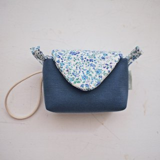 Triangle envelope activity buckle with mobile camera bag zipper + (grey blue + blue flower)