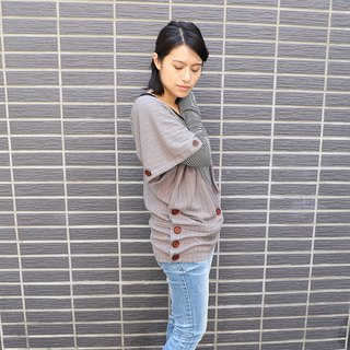 Autumn wooden buckle sweater blouse - cocoa color (multiple change 绢 print)