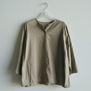 Small V-neck eight-point sleeved shirt washed cotton khaki