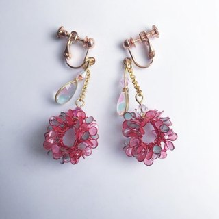 Dangle wreath earrings