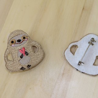 Cloth Embroidery Pin - Big Sloth Series Sloth to you my love (single)
