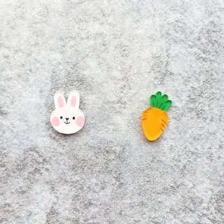 Pista hand painted earrings. Animal - rabbit love to eat carrot