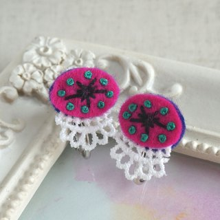 "Hand embroidery earring""Vivid oval"""
