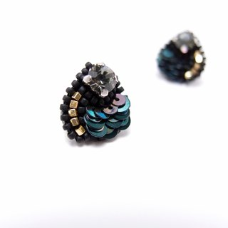 Dewdrop crystal Embroidery Earrings / Bottle Green