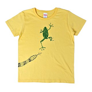Frog escaped from crisis avoidance snake T-shirt Women's