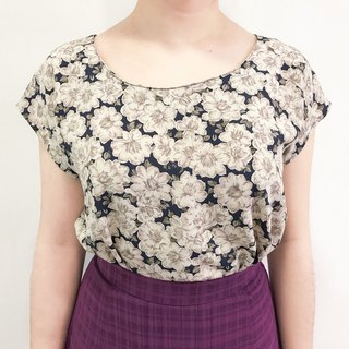 …{DOTTORI :: TOP}Indigo Floral Crew-neck Top