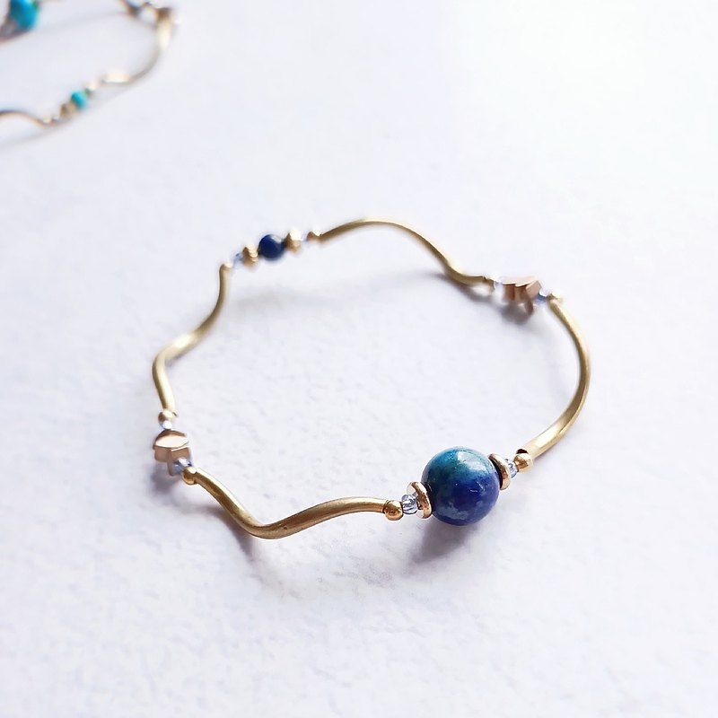 Traces of the sea / elastic bracelet / lapis lazuli