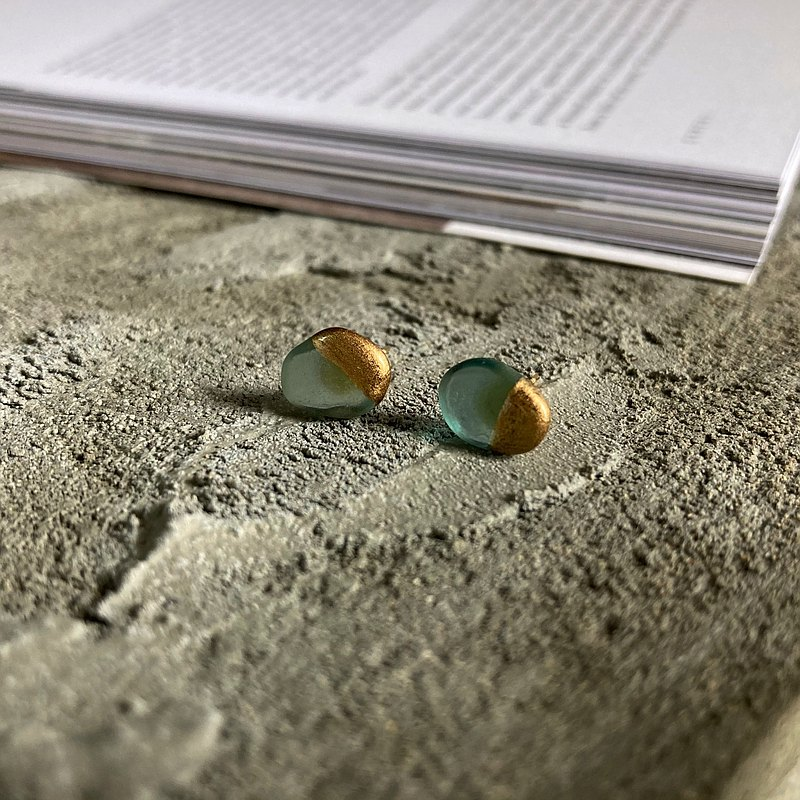sea glass stud earrings/earclips Inspired by kintsugi【light blue】