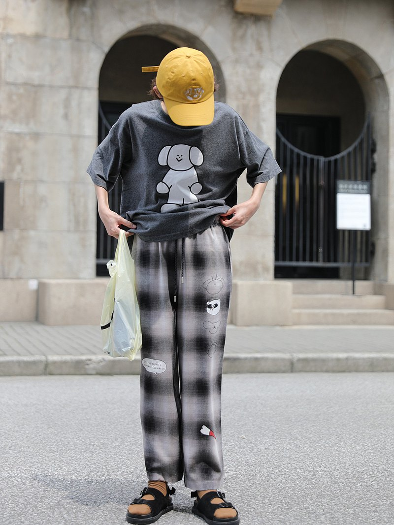 odd maker cartoon printed slim check trousers