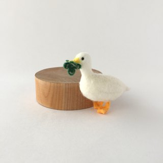 Duck and Clover brooch