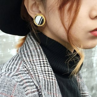 Hepburn retro earrings / black and white twill