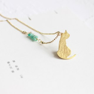 Cat hammered brass golden necklace I Story_Shy Cat