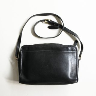 A ROOM MODEL - VINTAGE, BC-2547 COACH long black zipper side bag