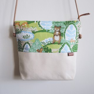 Small oblique backpack - Forest & animals - green