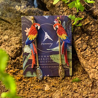 humming-Embroidery earrings /Scarlet Macaw