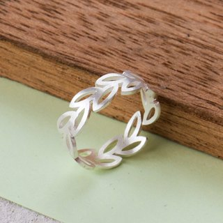 Wreath Leaf Ring in 925 Sterling Silver