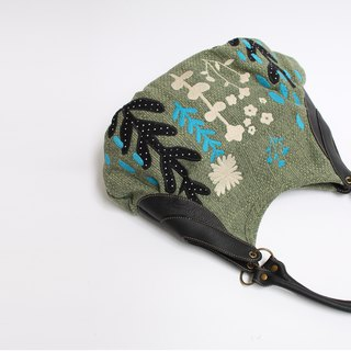 Shower rain embroidery · Granny bag