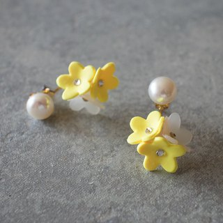 Freshwater pearl and flower backcatch earrings / yellow