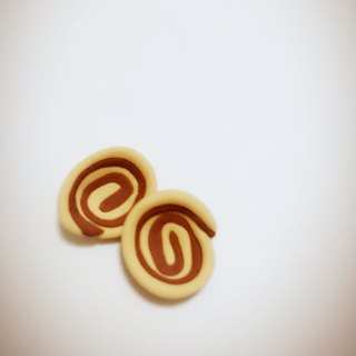 Orecchiette small snack earrings set (a set of two) (can change the ear clip type) ((over 600 were sent mysterious little gift))