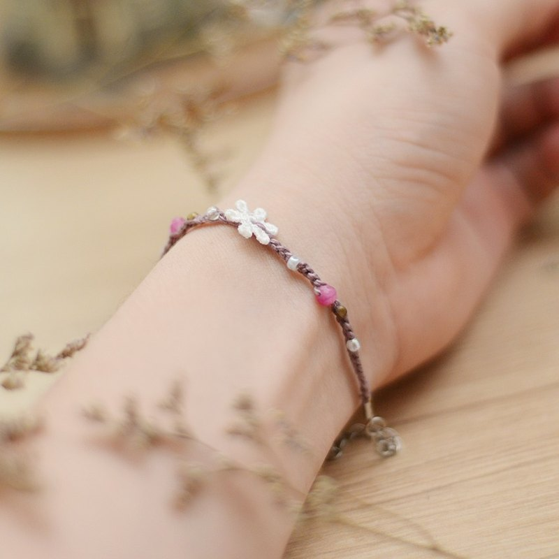 Handmade pink knitting crochet mixed beads bracelet by Niyome craft.