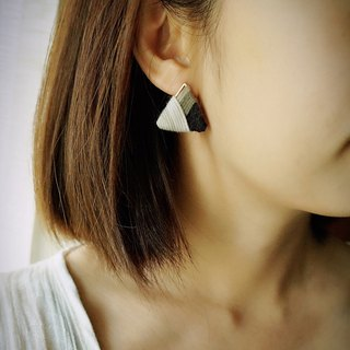 甄 girl's shop handmade handmade wool woven contrast color striped triangle earrings black and white