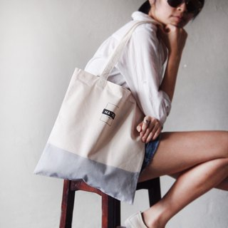 Classic LOGO satin dyed light gray short strap canvas bag