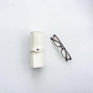 Scroll glasses case white using the Tochigi leather