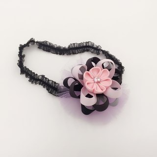 Cherry blossom pink ribbon and wind the yarn ball. Snow yarn hair band dual models