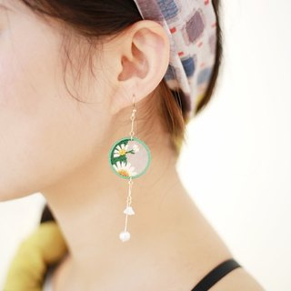 Deer chestnut original design embroidery fresh art girl series small daisy earrings custom ear clip
