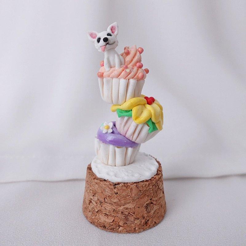紙杯蛋糕和吉娃娃