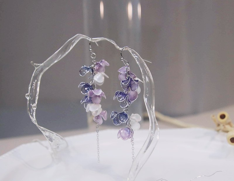 Wisteria Flower Drop Earrings/Ear Clips