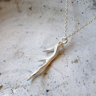Necklace of S · left corner deer corner
