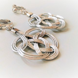 Water tie earrings Color: Silver