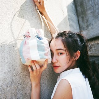 Side of the bucket bag _ pink color line