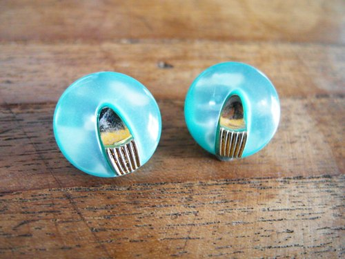 Time Travel【vintage handmade clip earrings:Baby blue Generations】