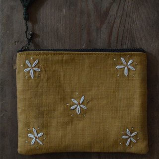 Chrysanthemum hand embroidered coin purse / card pack