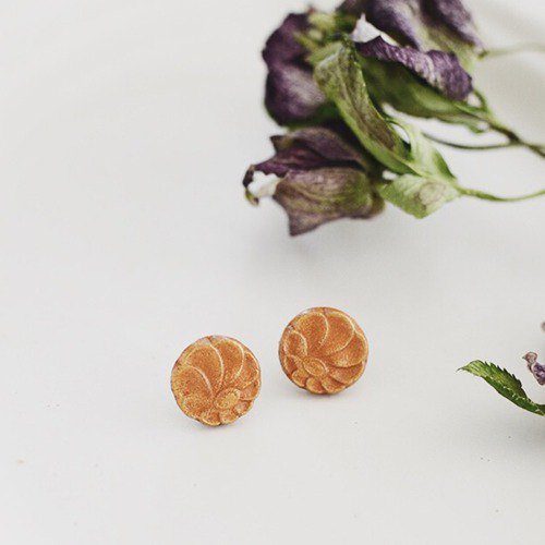 Oven clay earrings, Pompon mum, Orange
