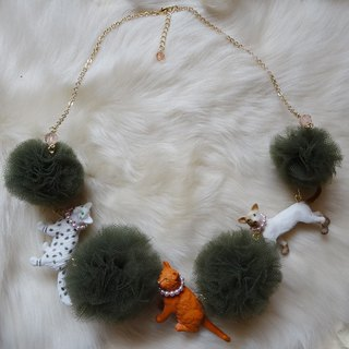 Cat cats pon pon tulle necklace / khaki
