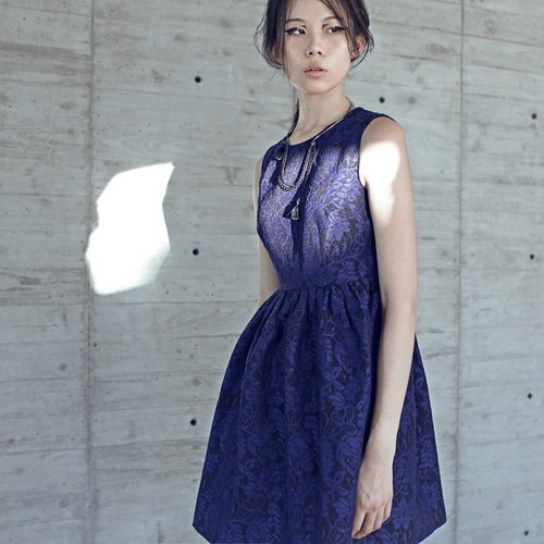 【In Stock】The waisted- shape lace dress