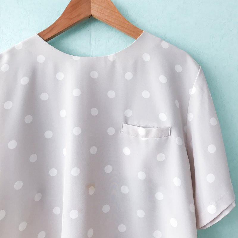 Top / Ivory and White Short-sleeves Top with Polka Dots