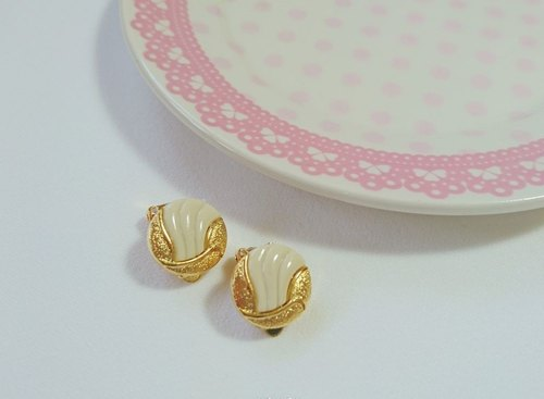 Earrings / ear clip / clip-on earrings retro graphics