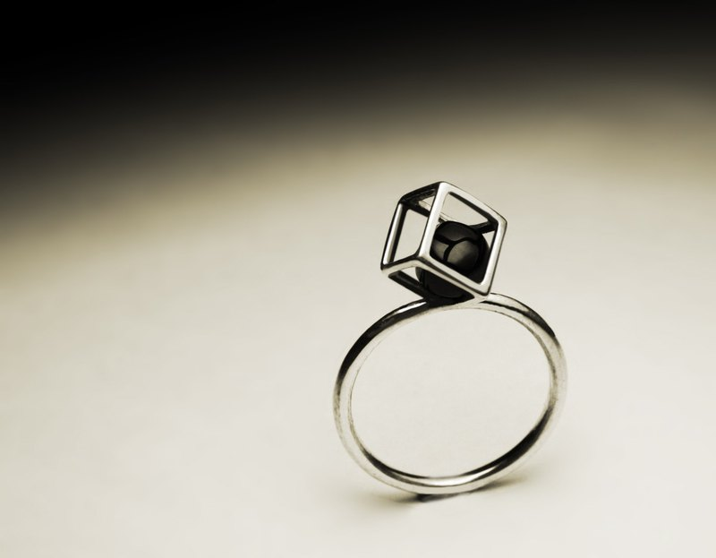 Small black agate square solid frame ring