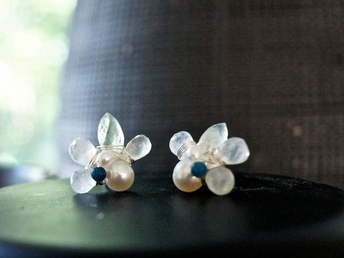 Stud Earrings Moonstone and prehnite