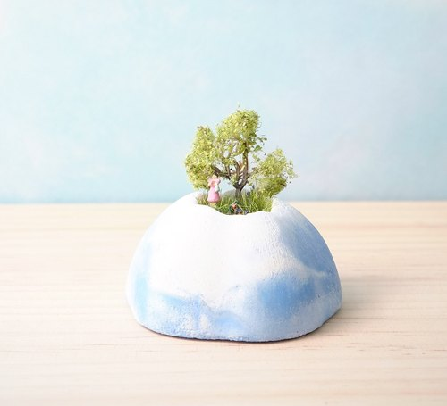 <Blue Sky Cake Mountain> Cement potted tree colorful mountain dog <Blue cake Mountains> Mountains colorful potted cement