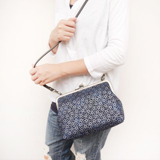 Such as summer flower 21CM medium capacity shoulder bag / mobile phone bag / mouth gold bag [made in Taiwan]